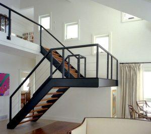 Làm cầu thang sắt