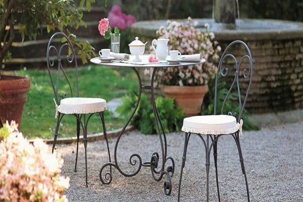 Bàn trà sân vườn