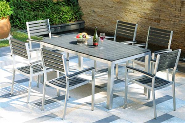 Được thiết kế với bàn ăn ngoài trời, phù hợp với những gia chủ thích ăn ngoài trời hoặc hay tổ chức tiệc tùng